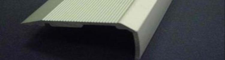 защитен ръб за стъпало лайсна за стъпала алуминиеви профили за стъпала