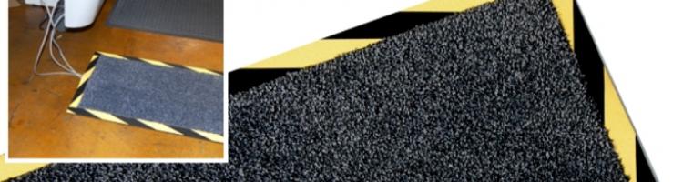 килим с вграден улей за скриване на кабели изтривалка с вграден улей в основата за скриване на кабели