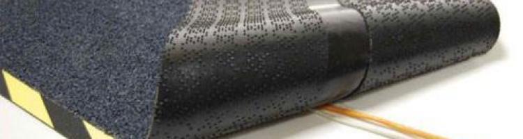 Кабел постелка постелка за кабели и жици килимче с улей за скриване на кабели
