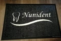 изтривалка с лого за зъболекарски кабинет Nunident сива основа с бяло лого
