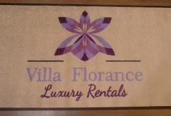 килим с лого Villa Florance
