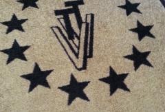 изработка на изтривалки с лого изображение в бежов цвят с черно лого