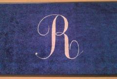 изработка на лого пътека синя с инициал буква