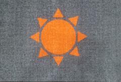 килимче с лого изтривалки с лого тъмно сива основа с оранжево слънце